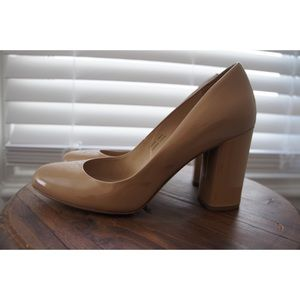 VIA SPIGA  Nude Patent Block Heel Pumps